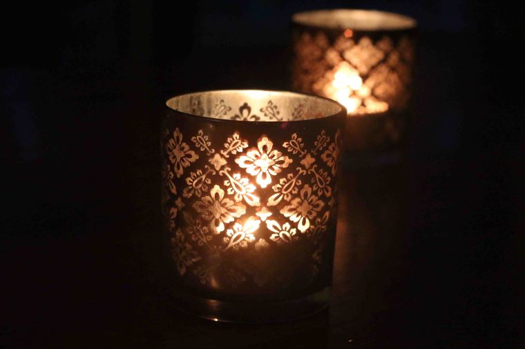 I love these candle holders, with a bit of a Moroccan feel to them :)